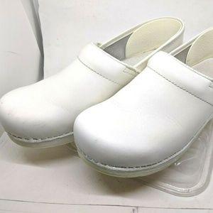 Dansko White Women's Comfort Nursing Clogs Size 9.